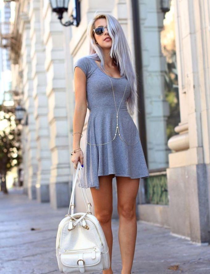 Saiba como usar vestido com tenis e arrasar no look