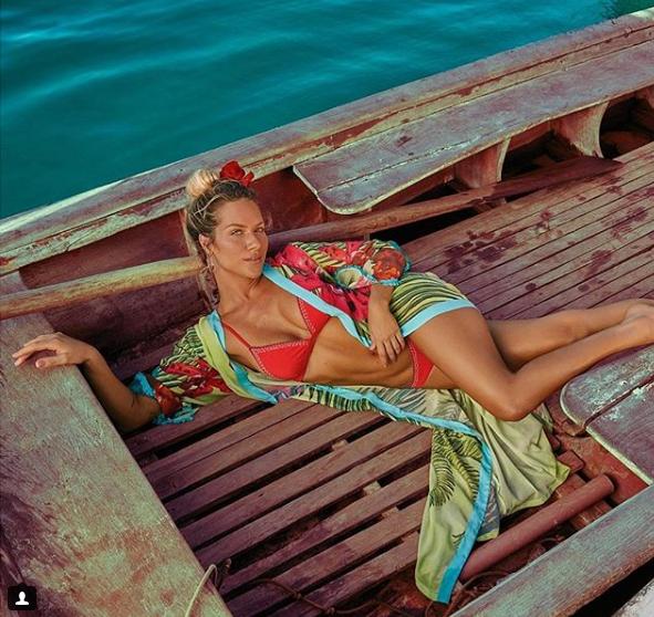 Saida de praia para dar um up no seu look swimwear