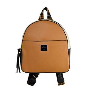 A mochilas invadem o street style e a gente te mostra várias maneiras de usá-la no dia a dia