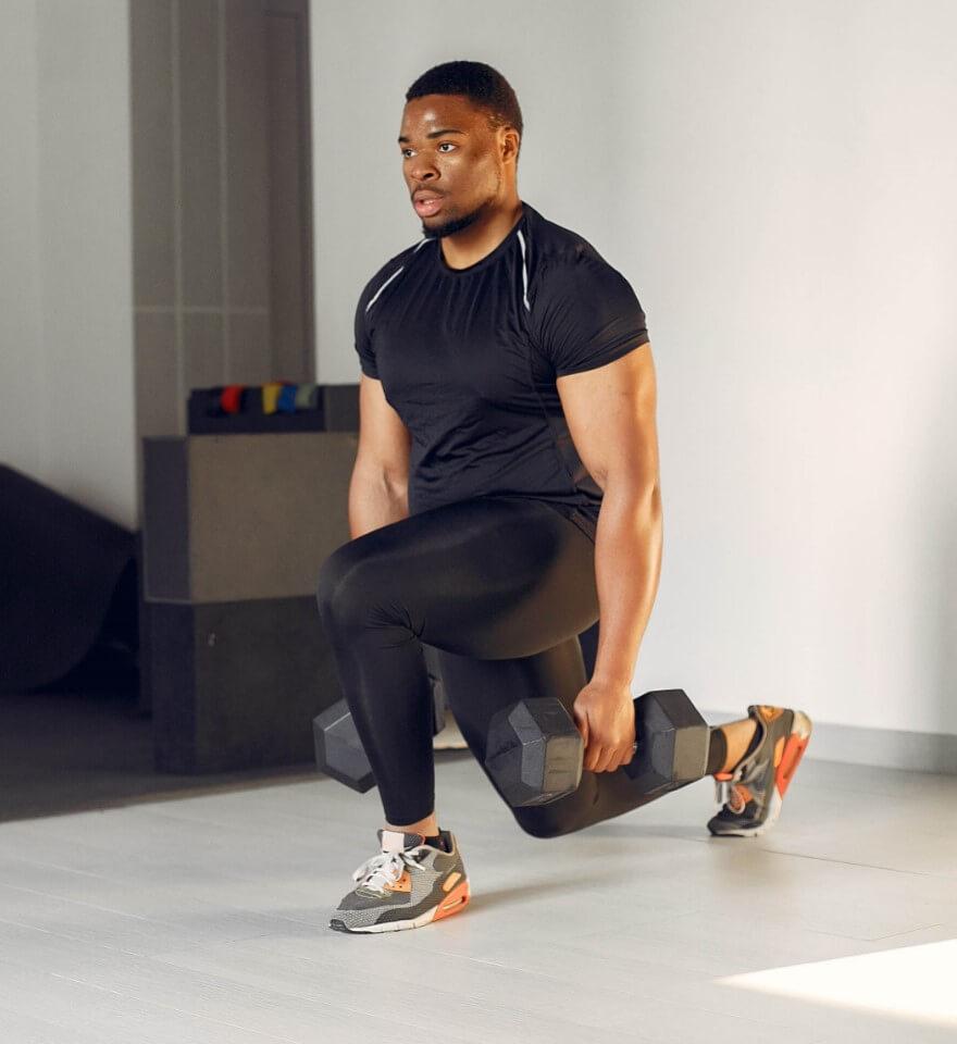 Homem negro fazendo atividade física