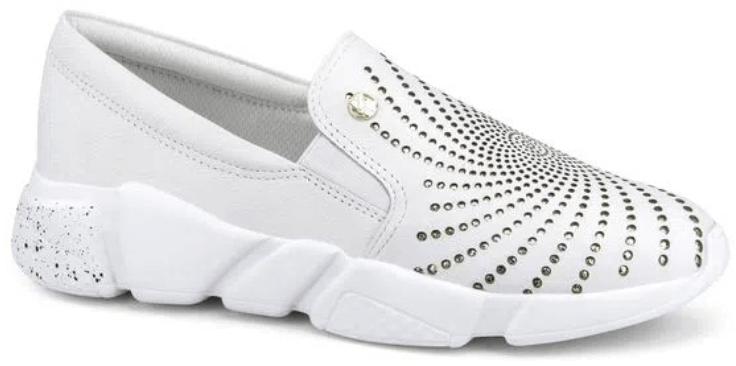 Sapato Slip branco, com aplicação de brilhos.