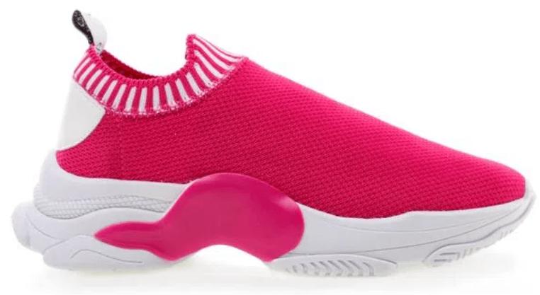 Tênis rosa, com elástico na ponta, sem cadarço.