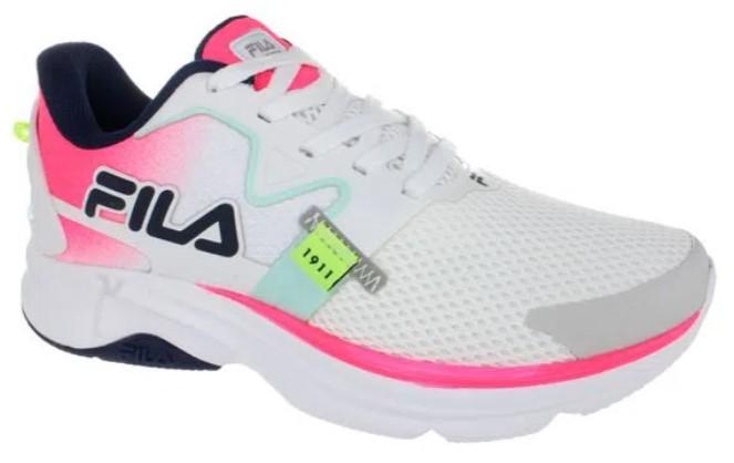 tênis de corrida, cor branca, com detalhes em rosa, azul e preto.