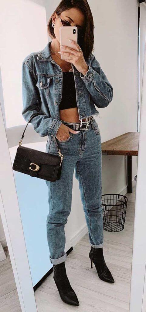 Looks coringas com peças jeans e bota bico fino.
