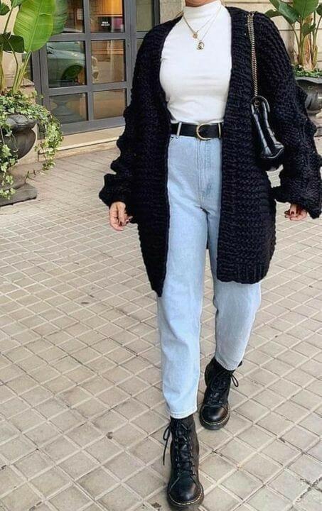 Looks coringas com tricô, jeans e coturno.