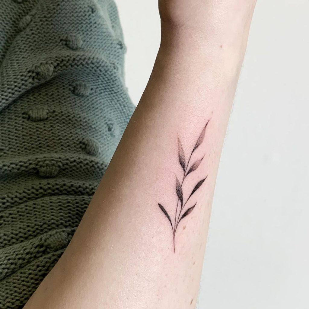 tatuagem ramo no braço