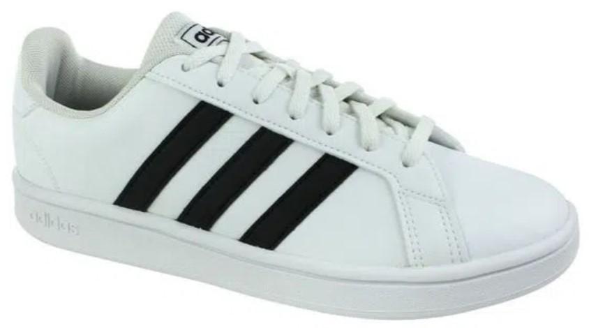 Tênis Adidas branco com detalhes pretos