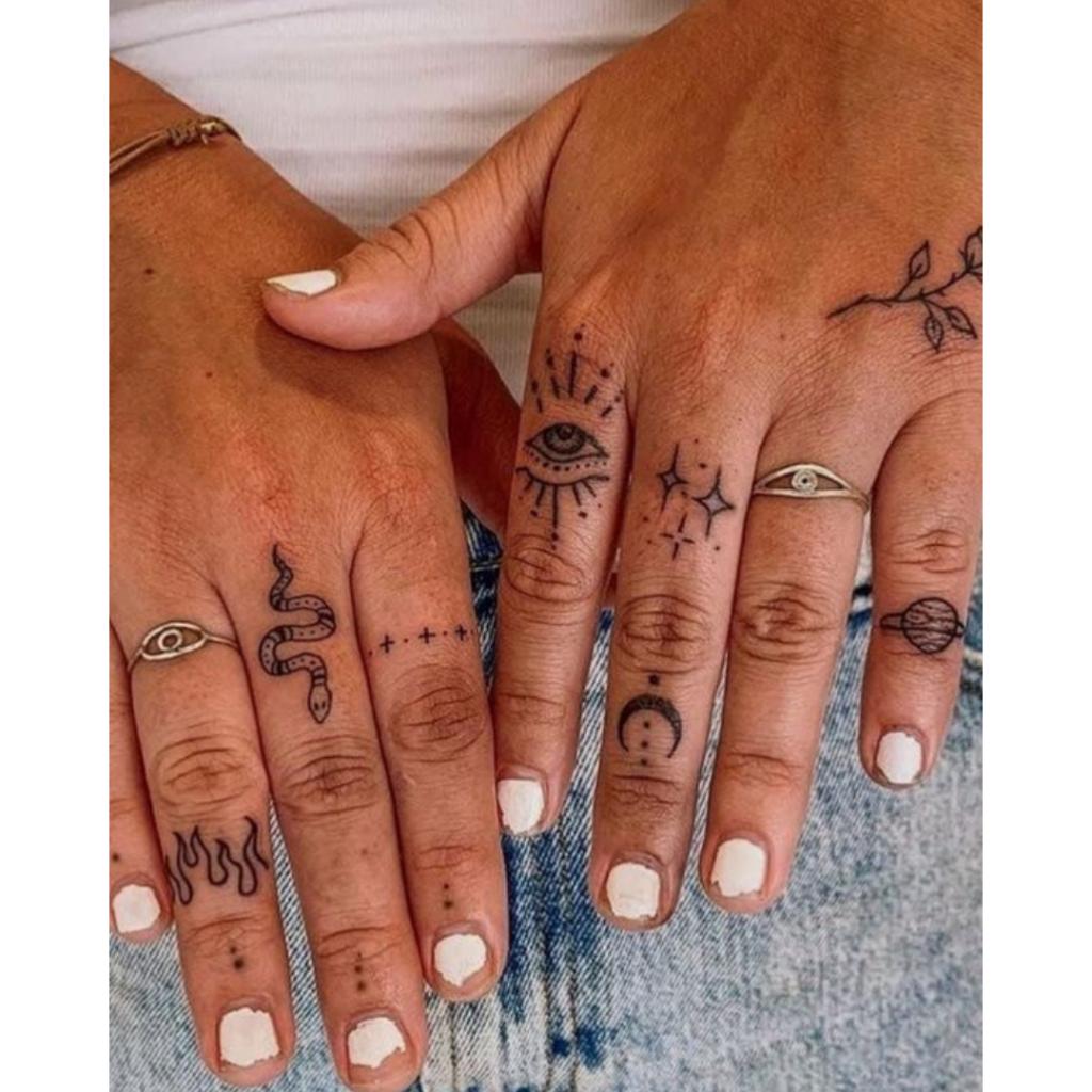 tatuagem pequena na mão