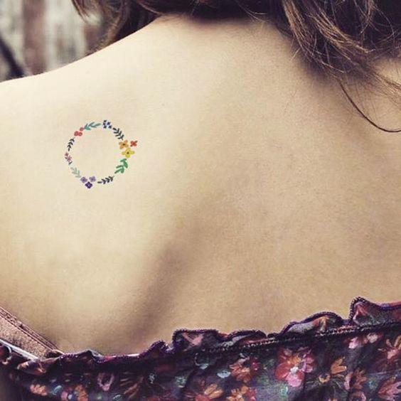 tatuagem delicada nas costas
