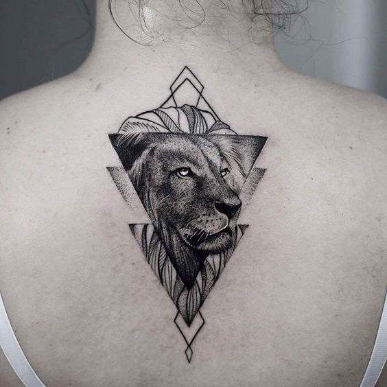 tatuagem-geometrica-com-leao