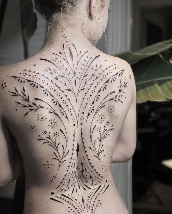 tatuagem-linhas-finas-nas-costas